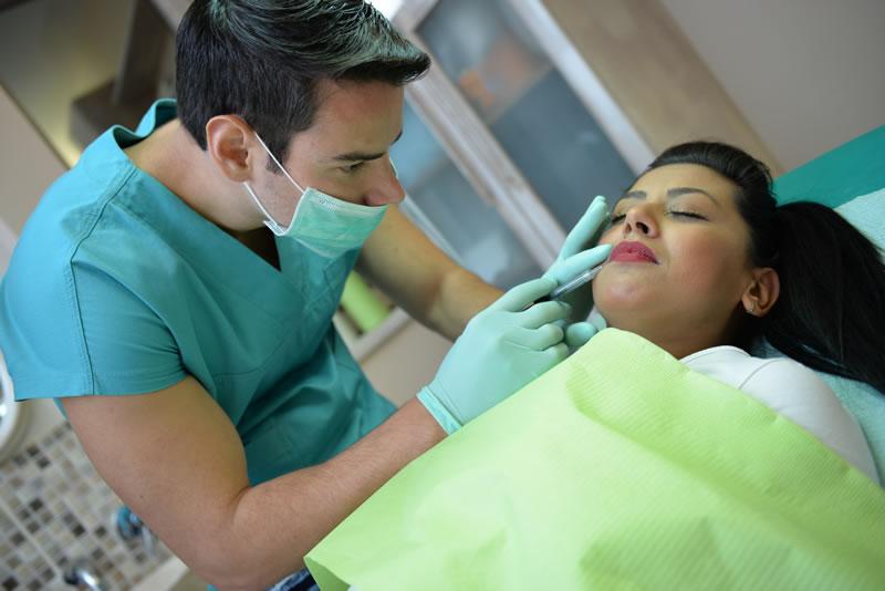 botox povecanje usana spric zena
